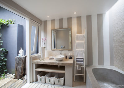 Maison-Noir-Bathroom